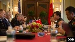 美國國防部長哈格爾5月31 日與中國軍隊副總參謀長王冠中會晤(美國國防部圖片)