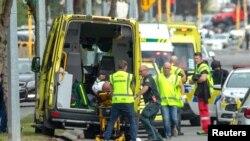 Cấp cứu người bị thương tại cuộc xả súng ở New Zealand hôm 15/3/2019.