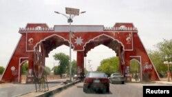 Suasana di sekitar pintu gerbang Jos Road, di wiayah Borno (19/5). Militer Nigeria menyatakan telah menewaskan 14 militan Boko Haram dan menangkap 20 lainnya dalam pertempuran di wilayah timur laut negara itu.