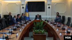 Šefovi poslaničkih grupa u Skupštini Kosova na sastanku u Prištini