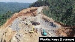 Proses pembangunan Bendungan Bener, Purworejo, yang masih berlangsung. (Foto: Courtesy/Waskita Karya)