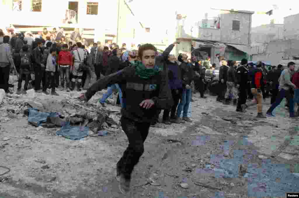 People run after what activists said was the return of government jet planes in the al-Marja district of Aleppo, Dec. 23, 2013.