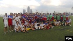บรรยากาศมิตรภาพหลังการแข่งขันฟุตบอล Labor Day Soccer Tournament 2014 ที่ นครนิวยอร์ก