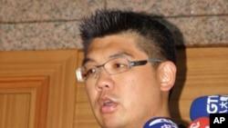 连胜文在中常委会议前接受记者采访(资料照片)