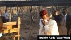 Gwamnan jihar Adamawa yayinda da ya ziyarci wani kauyen Bachama da rikicinsu da makiyaya ya shafa