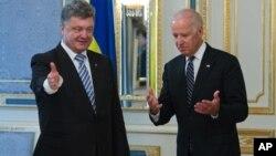 Петр Порошенко и Джо Байден (фото из архива)