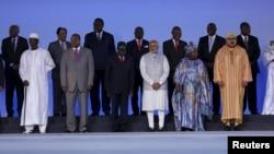 Thủ tướng Ấn Độ Narendra Modi chụp ảnh cùng các nhà lãnh đạo các nước châu Phi tại Hội nghị thượng đỉnh Diễn đàn Ấn Độ - Châu Phi ở New Delhi, Ấn Độ.