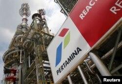 Kilang Cilacap milik Pertamina. BUMN tersebut saat ini sedang melakukan pembangunan sejumlah kilang baru yang membutuhkan investasi triliunan rupiah untuk menekan impor BBBM dan minyak mentah. (Foto: REUTERS/Darren Whiteside)