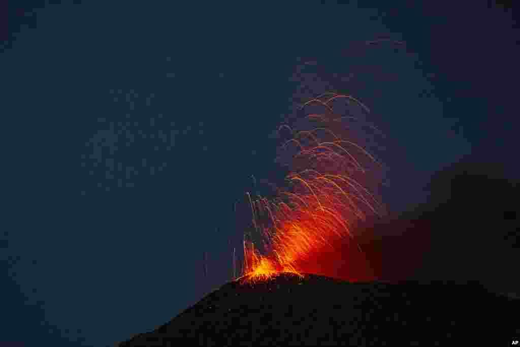 Qvatemalada vulkan püskürməsi