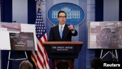스티브 므누신 미국 재무장관이 23일 백악관에서 북한에 대한 새로운 제재를 발표하고 있다.