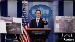 Bộ trưởng Tài chính Mỹ Steve Mnuchin họp báo về các chế tài mới nhất nhắm vào Triều Tiên tại Washington, ngày 23 tháng 2, 2018.