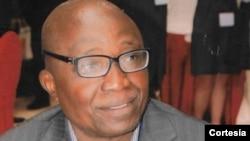 João Lukombo Nzatuzola, professor universitário