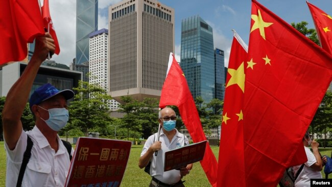 香港亲中人士2020年6月30日在全国人大通过港区国安法后举行庆祝活动(路透社)