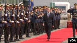 Premijer Kosova Avdulah Hoti tokom ceremonije zvaničnog preuzimanja dužnosti predsednika Vlade Kosova (Foto: VOA))