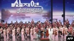 북한이 평창동계올림픽을 맞아 한국에 파견한 삼지연관현악단이 8일 강릉에서 첫 공연을 펼쳤다.