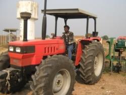 Governo angolano vai comprar veículos para a agricultura - 2:26