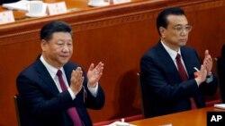 中國國家主席習近平和中國國務院總理李克強在北京人民大會堂舉行的年度全國人大開幕式上。