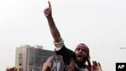 解放廣場上的抗議者。