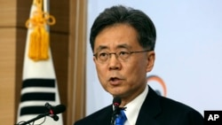 South Korean Trade Minister Kim Hyung-chong speaks during a press conference at the Foreign Ministry in Seoul, South Korea, Aug. 22, 2017. Kim said Seoul will not discuss renegotiation of the free trade agreement with the U.S. without first looking into w
