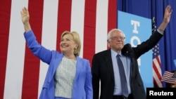 Hillari Klinton və Berni Sanders Nyu Hempşir ştatında kampaniya zamanı
