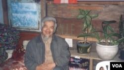 """Hà Sĩ Phu, tác giả """"Chia Tay Ý Thức Hệ,"""" tại tư gia ở Đà Lạt. (Hình: Hà Sĩ Phu gởi Đinh Quang Anh Thái)"""