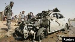 Cảnh sát Iraq tại hiện trường sau một vụ đánh bom ở Kirkuk, phía bắc thủ đô Baghdad, ngày 23/7/2012