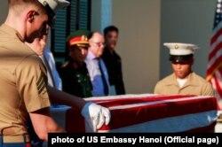 Lễ bàn giao một bộ hài cốt được cho là của quân nhân Mỹ vừa diễn ra ở Hà Nội, Đại sứ quán Mỹ tại nói hôm 28/7