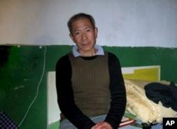 武漢民主人士秦永敏去年獲釋後回到家中