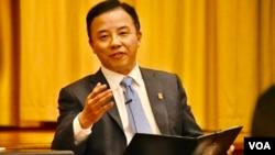香港大學校長張翔重申反對暴力拒絕撤回7-3聲明。(美國之音湯惠芸)