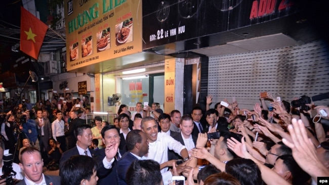 Cựu Tổng thống Barack Obama tại Hà Nội hồi giữa năm 2016.