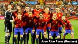 L'équipe d'Espagne lors du match qualificatif pour le Mondial 2018 contre l'Albanie au stade Jose Rico Perez, Alicante, Espagne, 6 octobre 2017. REUTERS/Heino Kalis -