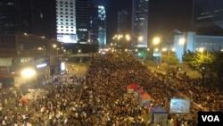 数万港人重返金钟抗议政府搁置对话