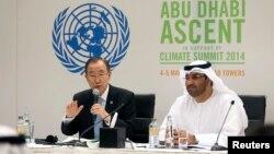 联合国秘书长潘基文5月4日在阿联酋就气候变化问题举行记者会