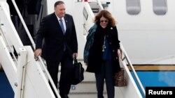 Майк Помпео и его супруга прибыли в Италию