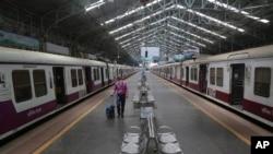 印度孟买空旷的火车站。(2020年3月22日)