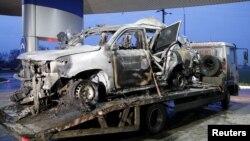 Mobil pemantau OSCE yang menabrak ranjau darat di Luhansk, Ukraina timur (23/4).
