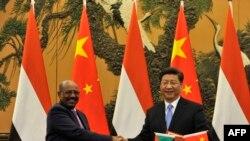 2015年9月1日中国国家主席习近平在北京人民大会堂与苏丹总统奥马尔·巴希尔握手