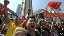 댜오위다오(일본명 센카쿠 열도) 둘러싼 중국과 일본의 영유권 분쟁이 격화되는 가운데 반일 시위를 벌이는 중국 청년들(자료사진)