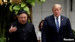 도널드 트럼프 미국 대통령과 김정은 북한 국무위원장이 지난 2월 2차 정상회담이 열린 베트남 하노이 메트로폴 호텔에서 대화하고 있다.