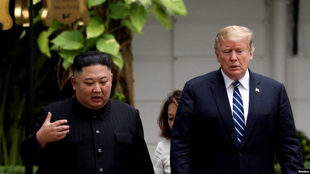 Lãnh đạo Triều Tiên Kim Jong Un và Tổng thống Hoa Kỳ Donald Trump trong cuộc gặp thượng đỉnh lần hai tại Hà Nội tháng 2, 2019.