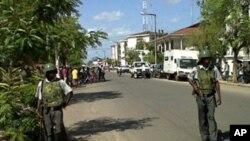 Polícia patrulhando as ruas de Quelimane