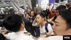 香港众志的罗冠聪议员(苹果日报图片)