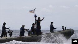 Nhà chức trách hàng hải Philippines đang tìm kiếm những người sống sót.