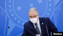 Menteri Kesehatan Brazil Marcelo Queiroga menghadiri konferensi pers di Istana Planalto di Brasilia pada 29 Juli 2021. (Reuters/Adriano Machado)