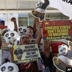 菲律宾民众6月16日在中国领馆外抗议
