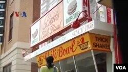 Ben's Chili Bowl, Restoran Hot Dog Terkenal milik Muslim di Washington DC (foto: dok).