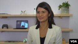 Lilian Rincón, del equipo de Google Assistant, durante una entrevista con la VOA.