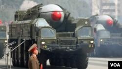 Tên lửa của Bắc Triều Tiên trong một cuộc diễu hành quân sự ở Bình Nhưỡng.