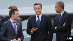 Từ trái: Tổng thư ký NATO Anders Fogh Rasmussen, Thủ tướng Anh David Cameron và Tổng thống Hoa Kỳ Barack Obama dự hội nghị thượng đỉnh NATO tại khu nghỉ mát Celtic Manor ở Newport, South Wales, 5/9/14