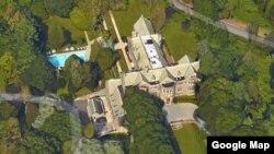 La de Long Island es una tradicional mansión que perteneció en el pasado a George duPont Pratt, un empresario del transporte y filántropo multimillonario.